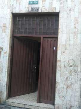 Casa comercialde tres plantas, buena ubicacion barrio Restrepo.