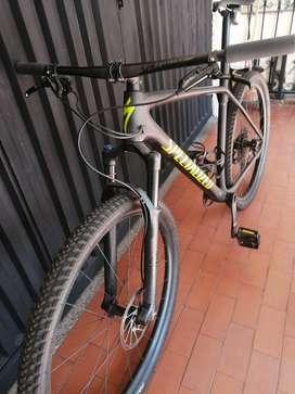 Se vende bicicleta en carbono talla xl