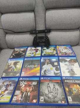 Vendo 12 juegos físicos + un control original + cámara play 4