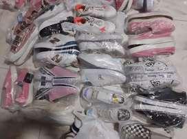 Vendo todo el saldo de zapatos  NUEVOS... en excelente estado...
