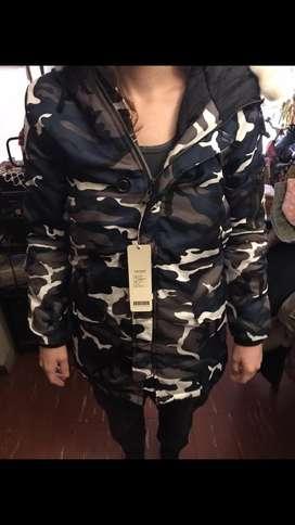 Campera Parka Camuflada Traída de USA, Talle Small de hombre, Talle Small/Medium/Large de Mujer, nueva con sus etiquetas