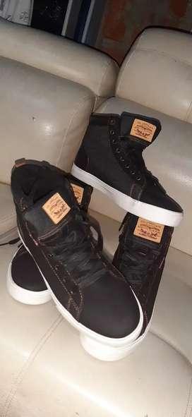 Tenni bota número 40 marca levis originales
