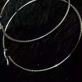 Candongas grandes espiral 7,5 cms, en acero inoxidable color plata.