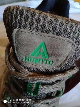 Zapatos de senderismo. Marca HUMTTO.