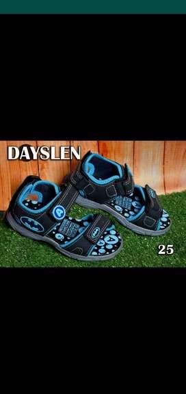 Se venden sandalias deportivas para niño y niña