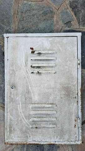puerta para gas de chapa de 64cm x 44cm blanca