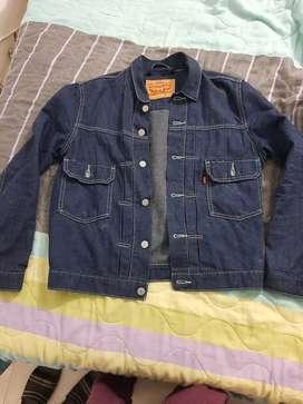 Vendo chaqueta levis original de ultima coleccion