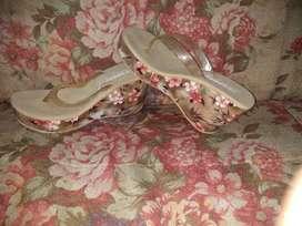 sandalias y ropa