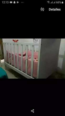 Cuna de bebé niña