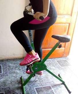 Bicicleta fija de gimnasia usada