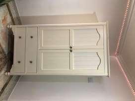 Vendo Closet o chifonier  y cómoda y/o cajonera, color beige claro con 5 años de antigüedad en perfecta condiciones