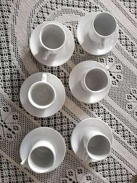 Juego de tazas de té de 6 puestos. Viene platos y tazas nuevos.