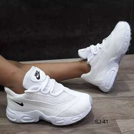 Calzado Nike Kids-Niñas,tallas 27 al 33.