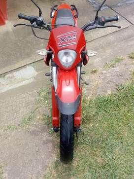 Cambio moto xm 180 por carro