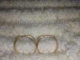 Vendo dos anillos de oro en excelente estado y están nuevos
