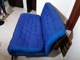 Se vende sofá-cama de madera