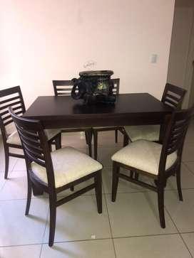 Mesa fija y reforzada con 6 sillas. Color Wengue.