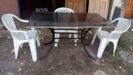 Vendo mesa con tres sillas
