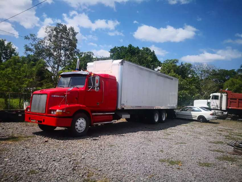 Vendo western star motor cummins 27, 500. 0