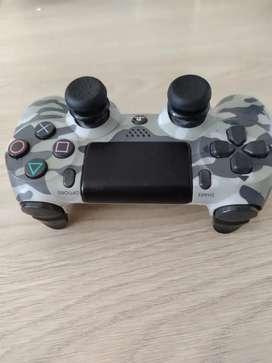 Vendo control semioriginal para play 4 camuflado en buen estado