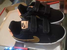 Zapatillas de niña nike originales y nuevas, talla 26