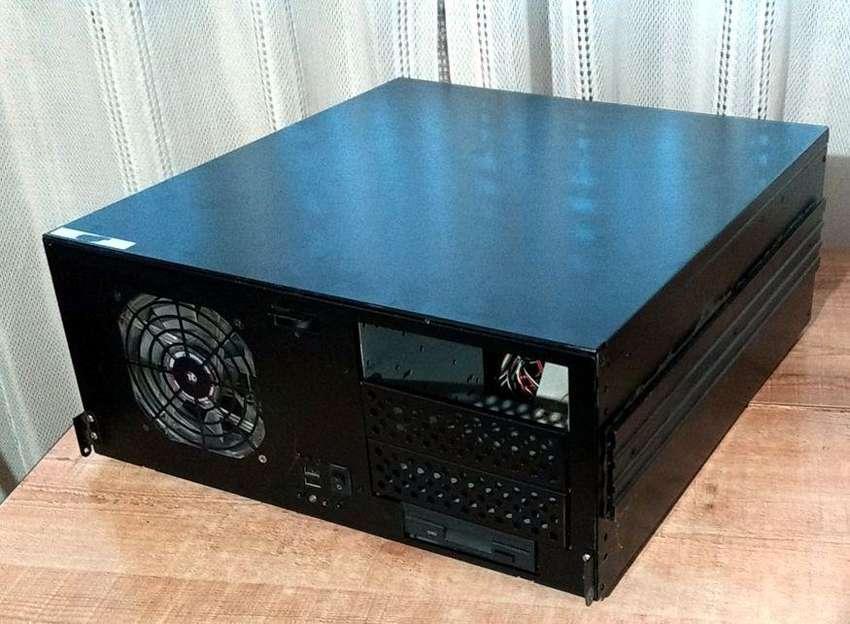 Gabinete PC para Racks - Excelente estado y calidad - Sumamente robusto 0