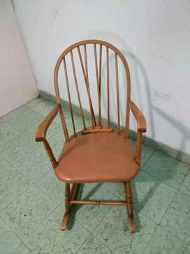 Vendo silla mecedora en excelente estado. Muy Firme