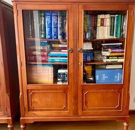 Biblioteca estilo clásico en madera