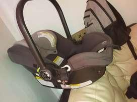 Porta bebé o silla para carro
