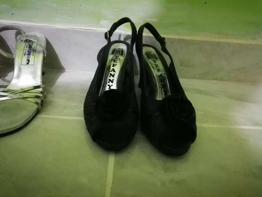 Zapatos negros talla 36 a 15 soles 0