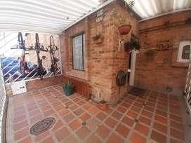 Vendo casa de dos pisos, muy acogedora en zona rural cerca al centro de Zipaquirá, sector tranquilo solo VENTA.