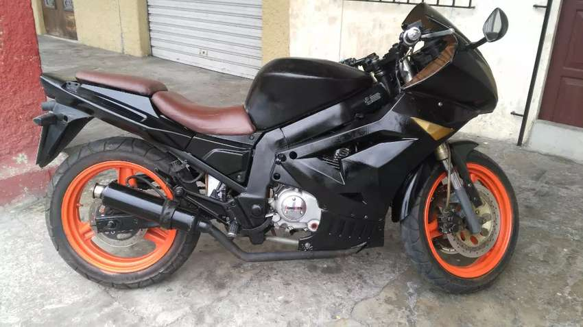 Vendo moto dongben 200cc  usada en buen estado 0