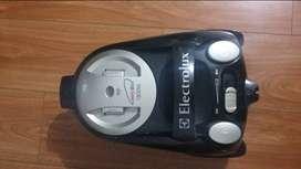 Aspíradora electrolux easybox 1600w