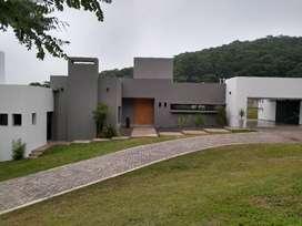 Vendo Casa Moderna en Valle Escondido