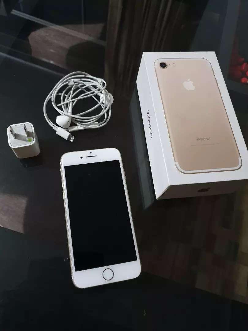 Iphone 7  32gb gold 0