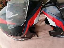 Dos cascos reglamentarios en óptimas condiciones