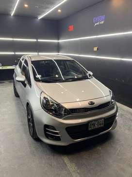 Kia Rio Hatchback 2015 automatico con GLP 5ta