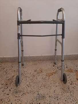 Caminador ortopédico con ruedas