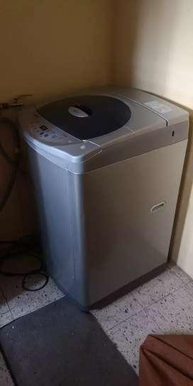 En venta lavadora LG de 12.5kg modelo: wf-t1222tp