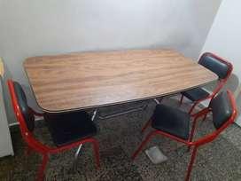 Vendo Mesa y 5 sillas