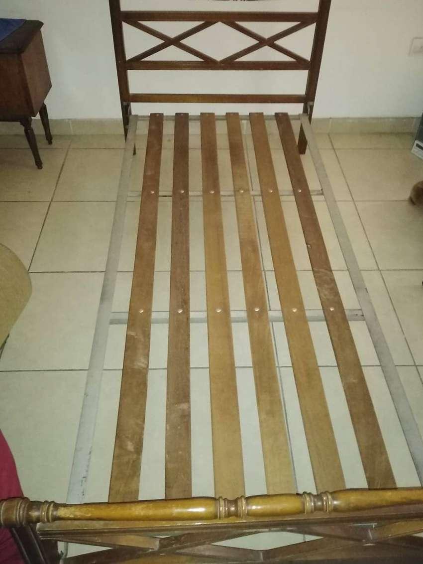 JUEGO DE DORMITORIO(cama, colchon comoda y mesa de luz) 0