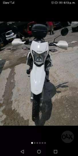 XR 150 como nueva y con accesorios