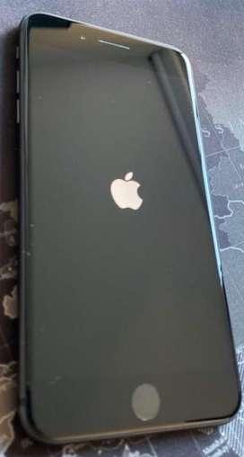 Iphone 8 plus con cargador y manos libres