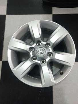 Vendo 4 rines 17pulgadas original Toyota Prado txl nuevos