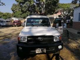 Toyota Land Cruiser version de pasajeros o carga
