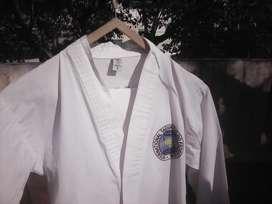 Vendo traje de taekwondo,para niños aprox 6,7 o 8 años