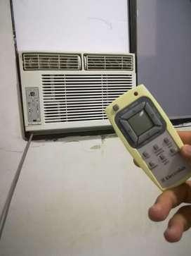 Vendo aire de ventana Marca Electrolux de 8.000 BTU tiene su control remoto