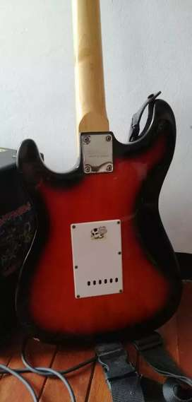 Se vende  guitarra con amplificador  negociable