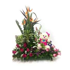 Arreglo Floral con rosas, aves del paraíso y peluche