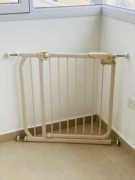 Puerta De Seguridad Bebe Niños Metalica Extensible Escalera